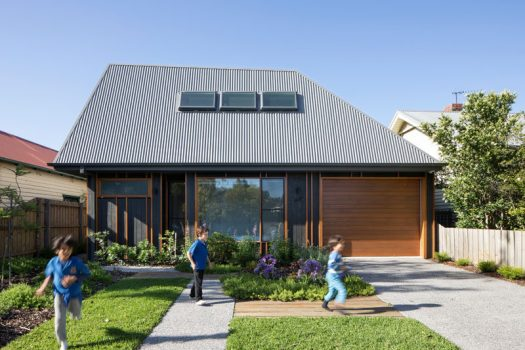 BENT Architecture have designed a low cost, compact family home in the quiet residential neighborhood of Thornbury in Melbourne, Australia. #ModernHouse #ModernArchitecture #HouseDesign