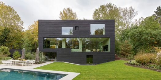 RAU architects have recently completed Villa S, a house in The Hague (Netherlands), that's covered Shou Sugi Ban (blackened wood) to create a cohesive look for the house. #Architecture #ModernHouse #BlackHouse #ShouSugiBan