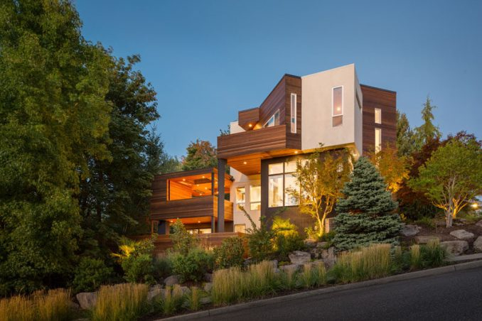 Vanillawood have designed the modern interior and exterior transformation of a 1990s house in Portland, Oregon. #ModernHouse #ModernArchitecture