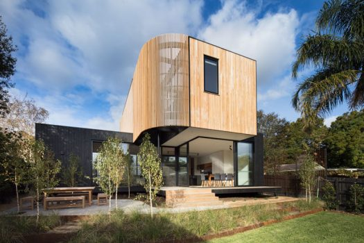 Australian based firm Modscape has recently completed a two-storey modern modular extension for a weatherboard house in Melbourne, for a family that needed some extra space. #HouseExtension #Architecture #WoodSiding