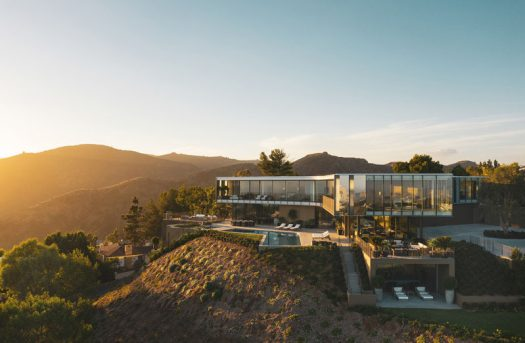 SPF:architects (SPF:a) have recently completed the Orum Residence, a three-level home in Bel-Air, California, that takes on the shape of a three-winged propeller. #ModernArchitecture #HouseDesign #ModernHouse