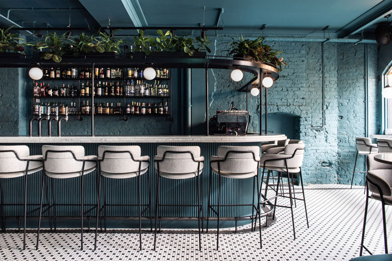 Australian based design studio Biasol has recently completed Greenwich Grind, a coffee-and-cocktail restaurant that's locatedopposite the famous Greenwich Market in London, England. #BarDesign #Restaurant #ModernBar