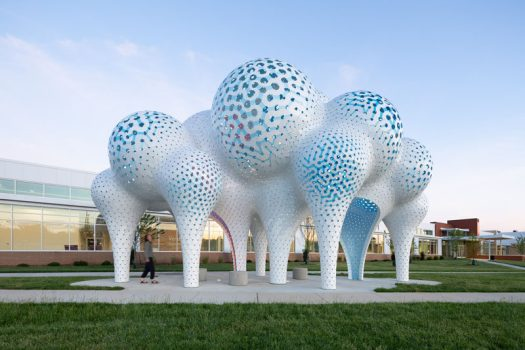 MARC FORNES / THEVERYMANY has created a modern sculpture named 'Pillars of Dreams', that's located in the plaza of the Valerie C. Woodard Center in Charlotte, North Carolina. #ModernSculpture #ModernArt #PublicSculpture