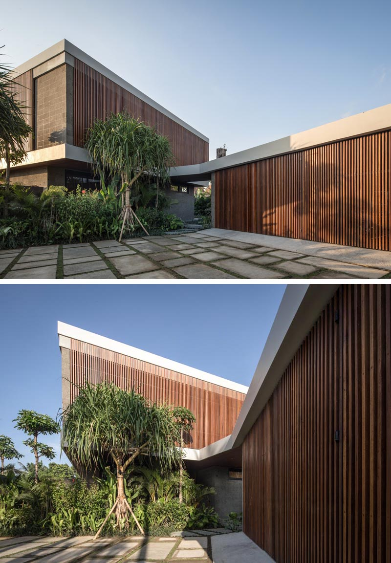 The side and front elevations of this modern house are clad in a wooden lattice, changing the scale of the arrangement into a more abstract object, rather than a traditional home with windows. #ModernHouse #ModernArchitecture #HouseDesign