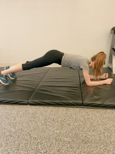 Common exercise mistakes: plank with hips in the air