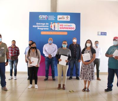 Entregan equipo de programa «Yo Emprendo» a cinco negocios de Juventino Rosas