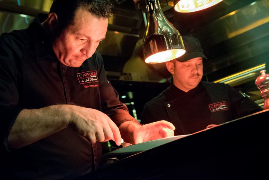 L'Atelier Robuchon in Montreal - Chef Eric Gonzalez at work