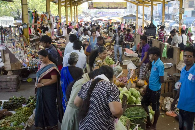 Visiting Sri Lanka: The market is full of people