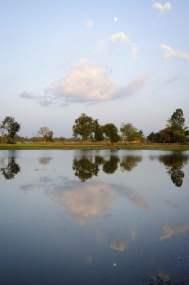 Quoi voir au Laos: Un restaurant perché dans un lac