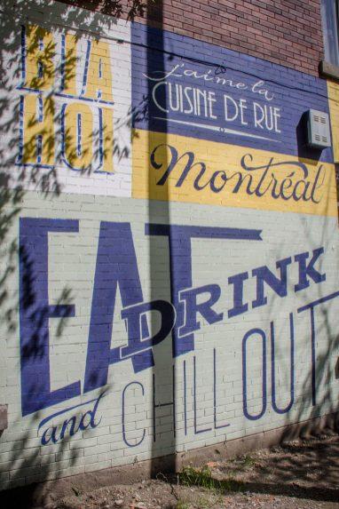La fresque sur le building, coin Jeanne-Mance
