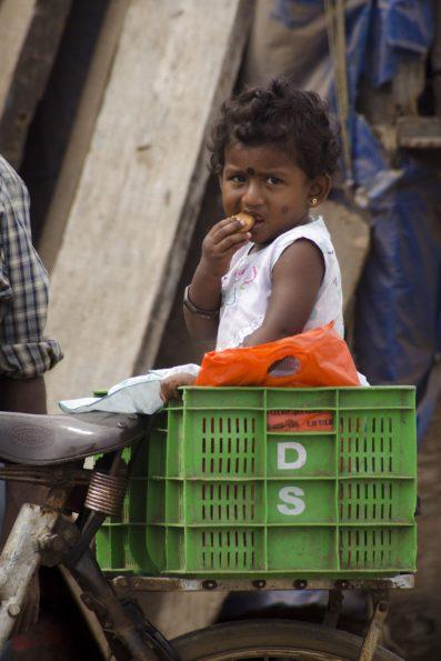 Visite de Bangalore - Un enfant grignote