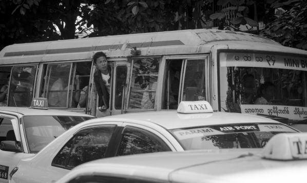 Burma Travel: Autobus in Yangon