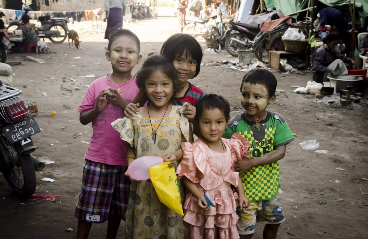 Burma Travel: Kids posing in Mandalay