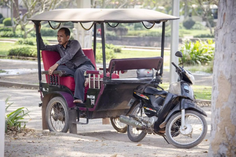 Pas besoin d'un tuktuk, un taxi-moto c'est bien moins cher!