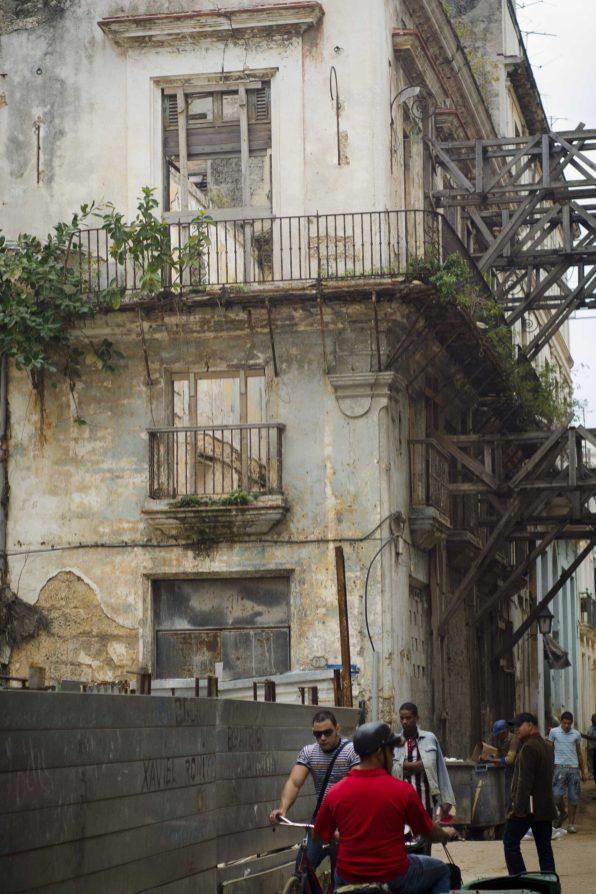 Havana: Crumbling architecture