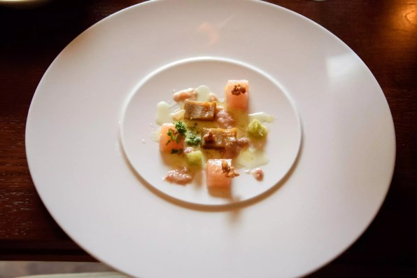 "Horváth Restaurant: Truite, aubergine, ""menton de cochon"""