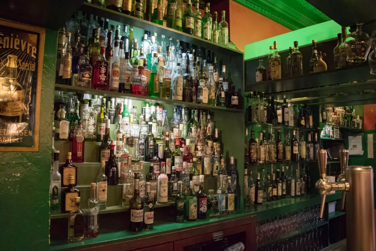 Delirium Café, beer bar in Brussels: The Floris Bar and its absinths