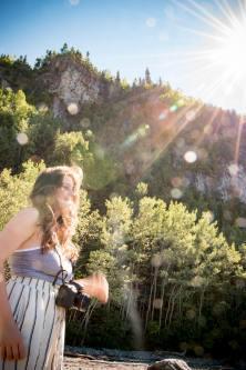 Roadtrip dans le Bas-St-Laurent: Une compagne de voyage, pro d'Instagram, photographiée dans le parc national du Bic -> @kara_bino