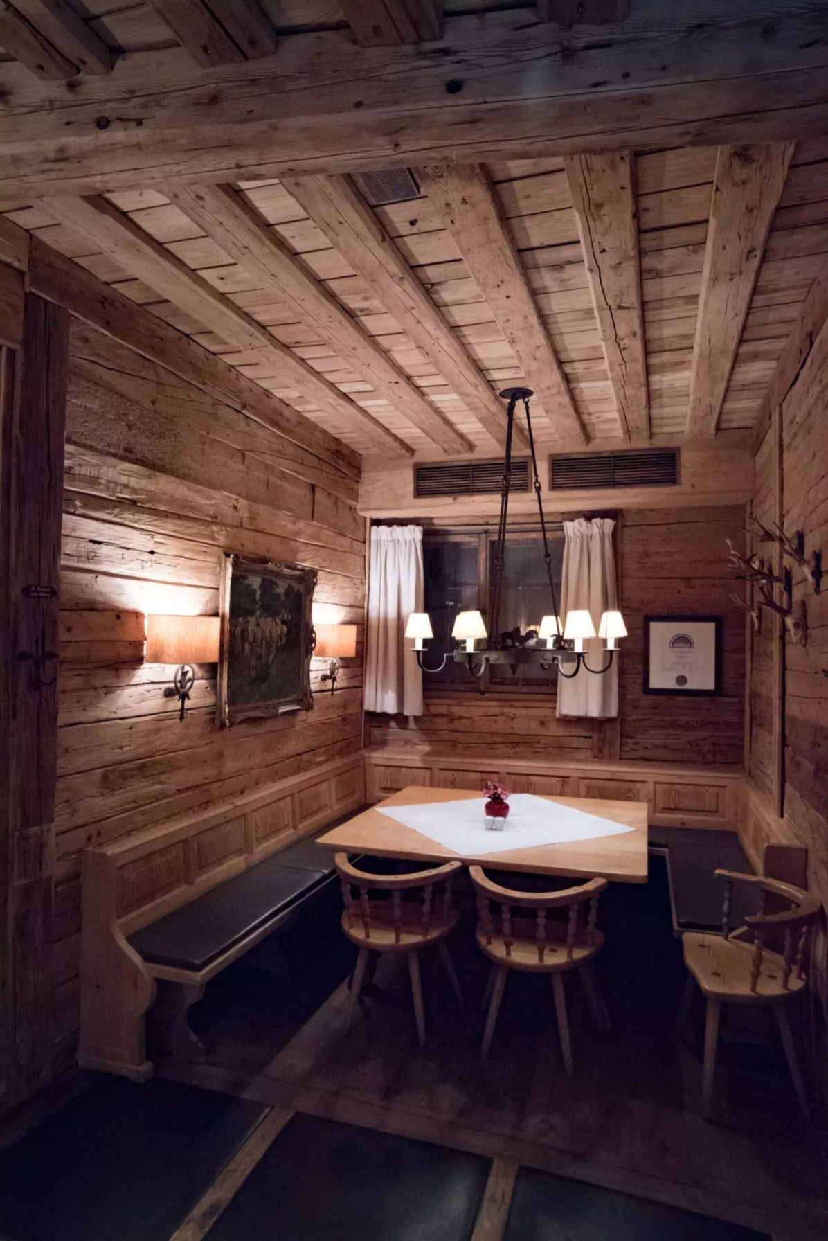 Spatenhaus, Munich beer hall: The decor - Things to do in Munich, Where to Stay in Munich