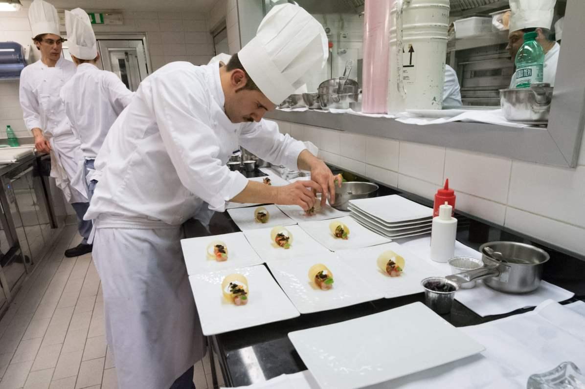 Dans la cuisine à La Pergola à Rome