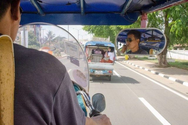How to Pack a Suitcase - Plus, with a small bag, the tuk-tuk ride to the airport is much more comfortable!