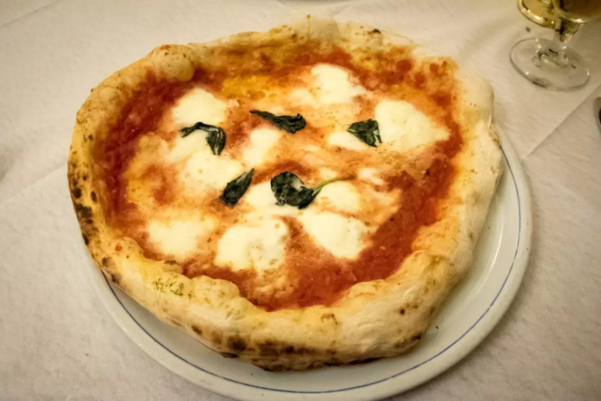 Naples Italy Food: Pizza at Naples restaurant, Italy cedric-lizotte