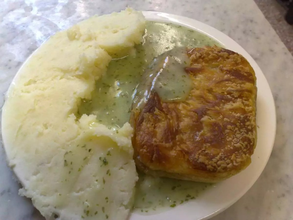 Mash and pie - Eat Well in London - Photo credit: Secretlondon under CC BY-SA 3.0