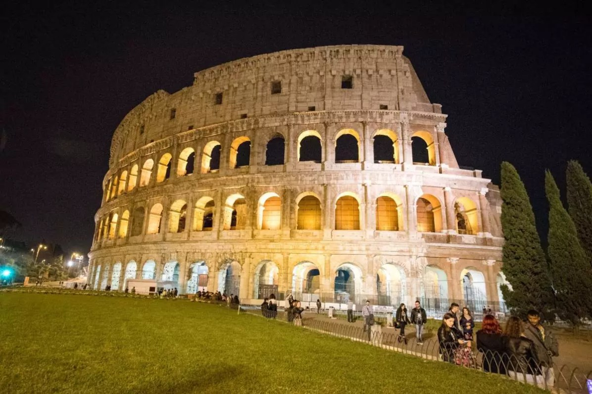 Historical Rome: The Coliseum - Photo © Cedric Lizotte - Things to do in Rome