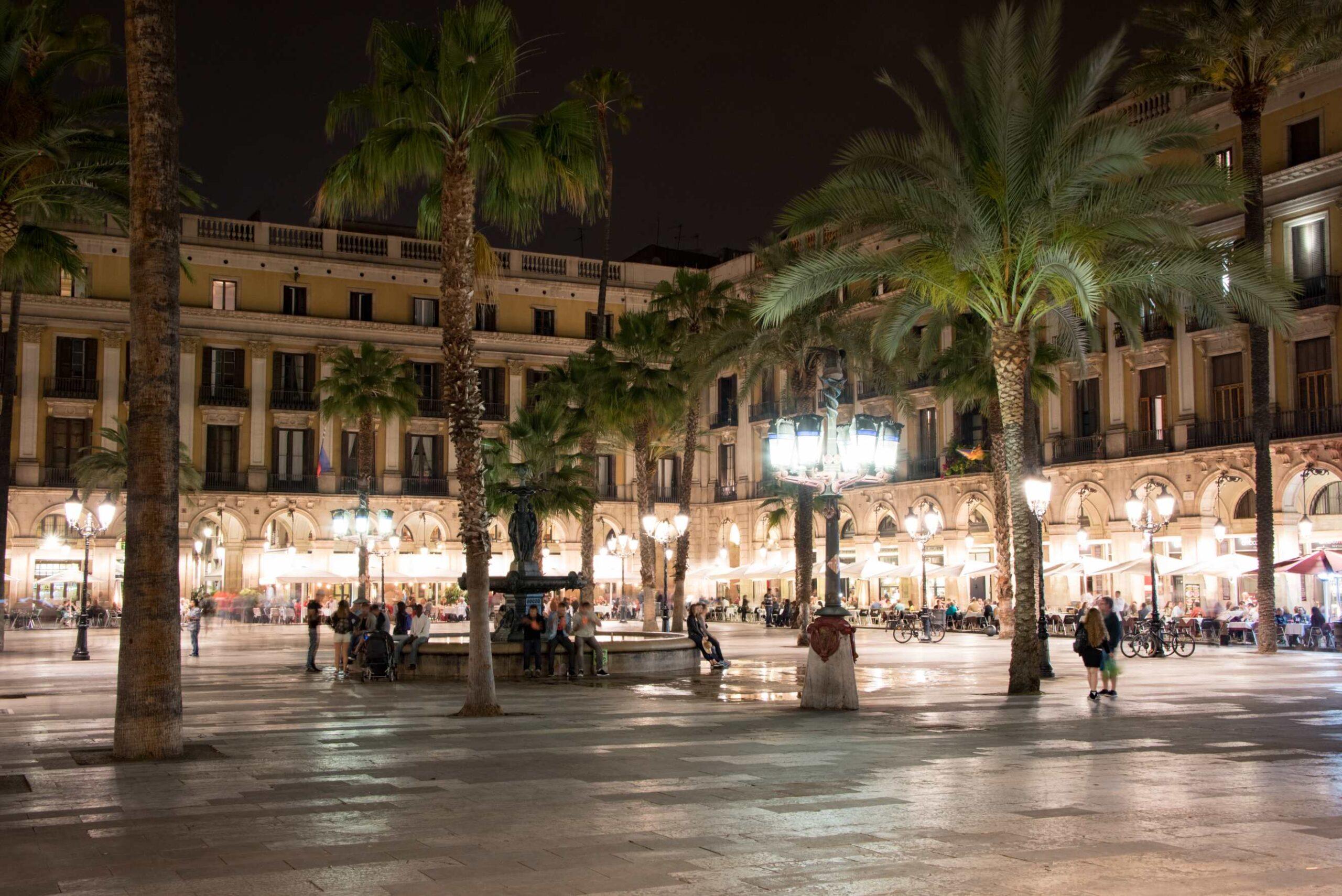 Barcelona Travel Blog - Placa Reial