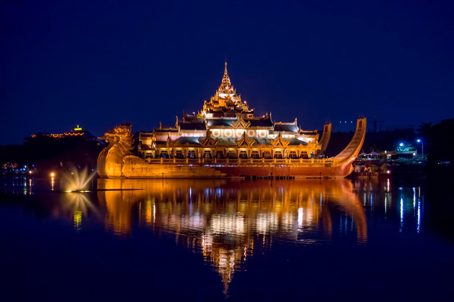 Karaweik Yangon - CC0 / Public Domain
