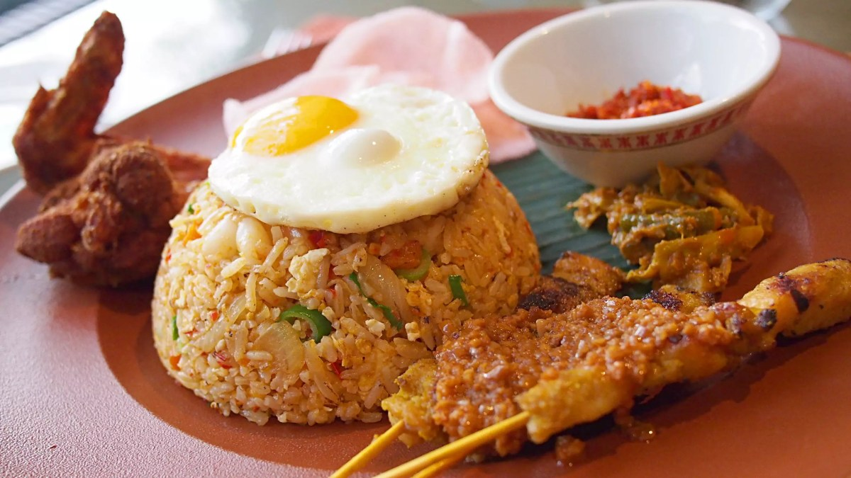 Delicious Destinations Bali - A combo of Pork Barbecue, Fried Chicken and Nasi Goreng toped with egg