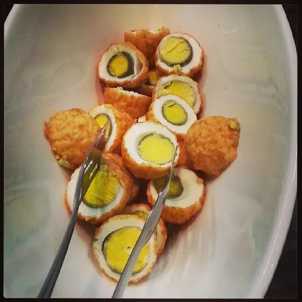 Andrew Zimmern Delicious Destinations Manila - Boiled quail eggs coated with batter