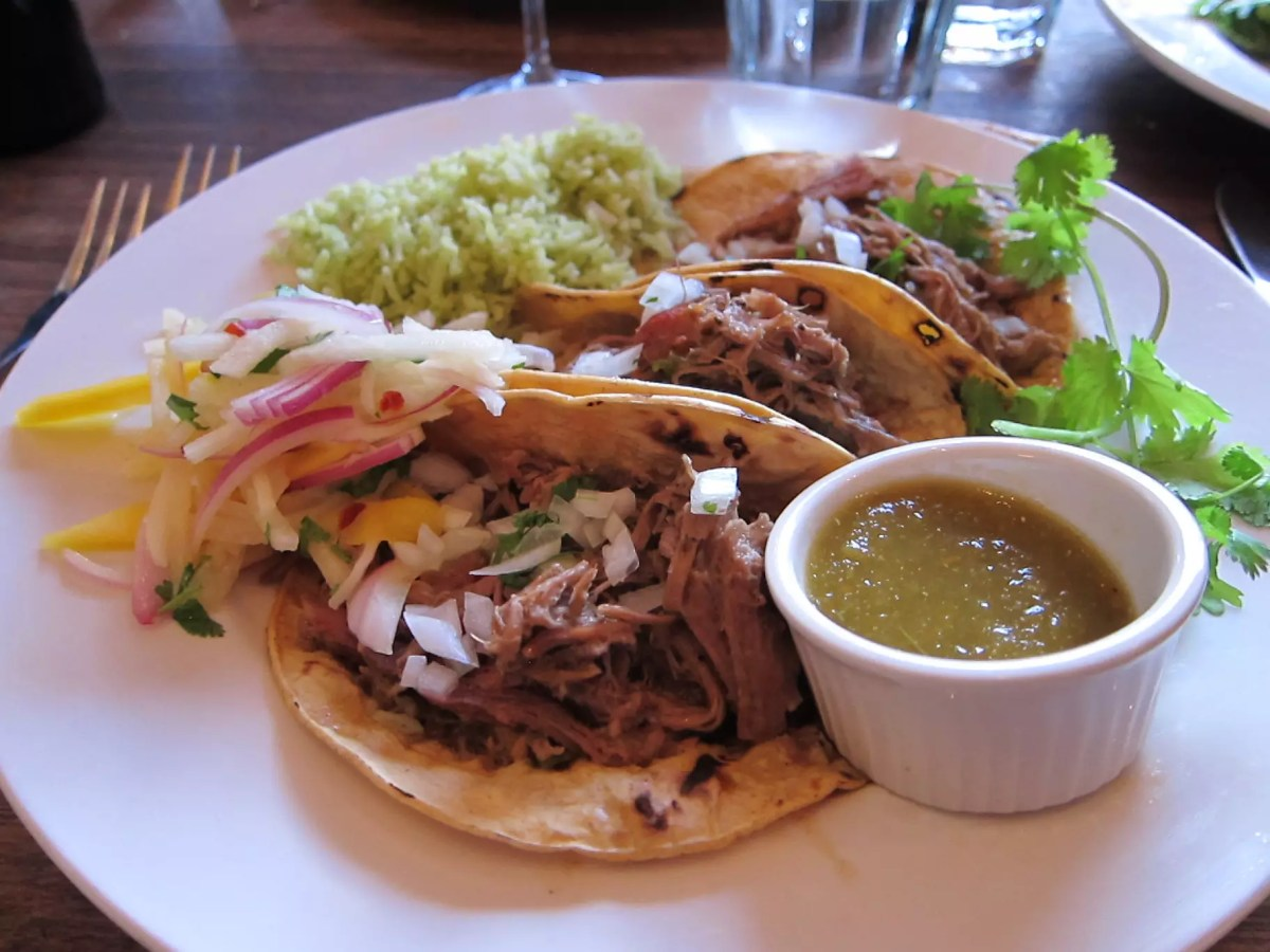 Roasted lamb meat in Taco served with vegetable salad