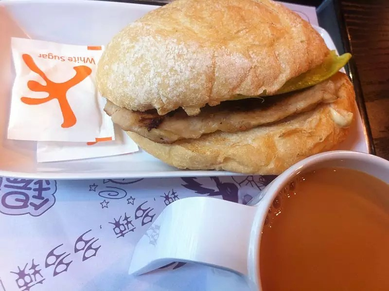 Anthony Bourdain - Macau - Pork Chop Bun - photo by Gloumetcadao under CC-BY-SA-3.0