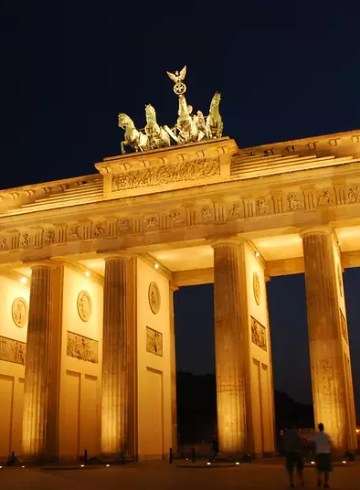 historical sites in berlin - The Brandenburg Gate, Berlin, Germany photo by traveljunction under CC BY-SA 2.0