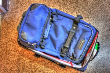 travel luggage trolley bags with pockets and compartments - photo by www.goodfreephotos.com under CC0 / Public Domain