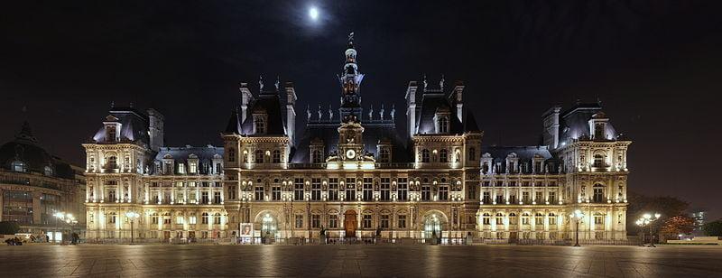 historical sites in Paris - Hôtel de Ville at night - photo by Benh LIEU SONG under  CC-BY-SA-3.0