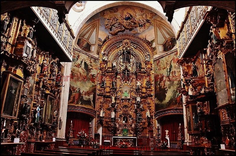 historical sites in Mexico City - inside Templo de la Enseñanza - photo by Catedrales e Iglesias/Cathedrals and Churches under CC BY 2.0