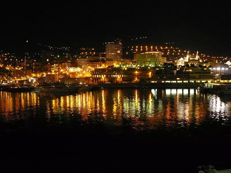 Monte Carlo at night from the pier - photo by Santiago Puig Vilado… under CC-BY-SA-3.0