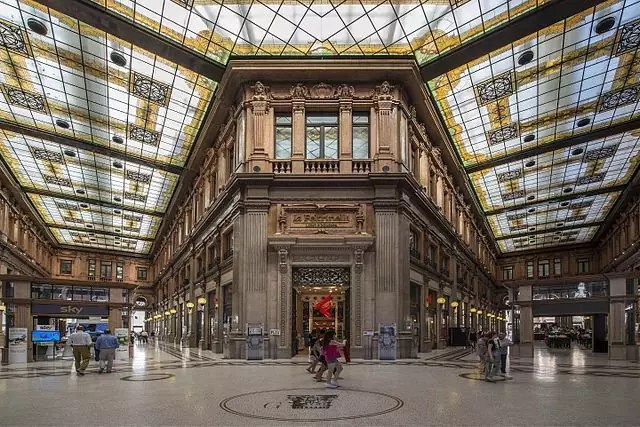 best shopping in Rome - Galleria Alberto Sordi - photo by Wwikiwalter under CC-BY-SA-4.0