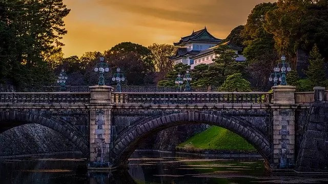 Tokyo Imperial Palace with seimon ishibashi - photo by ierre Blaché from Pixabay under Pixabay License