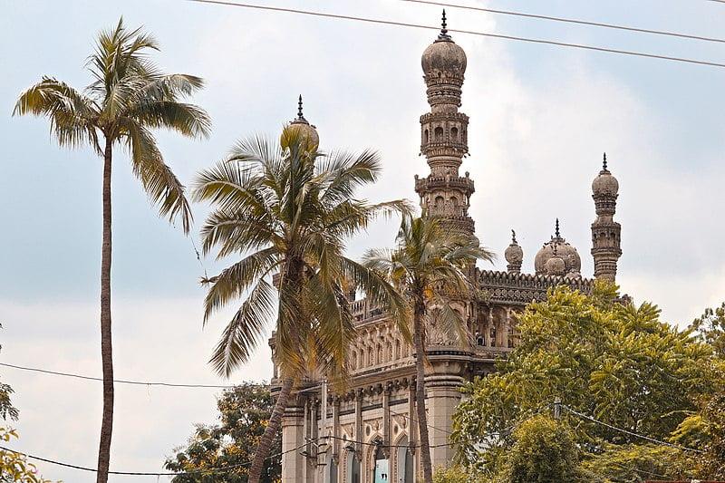 Toli Masjid near Golconda - photo by iMahesh under CC BY-SA 4.0