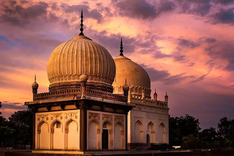 historical sites in Hyderabad - Qutb Shahi Tombs - photo by Alaka123 under CC-BY-SA-4.0