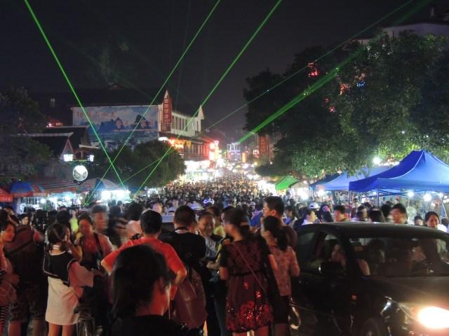 Multidão em Yangshuo