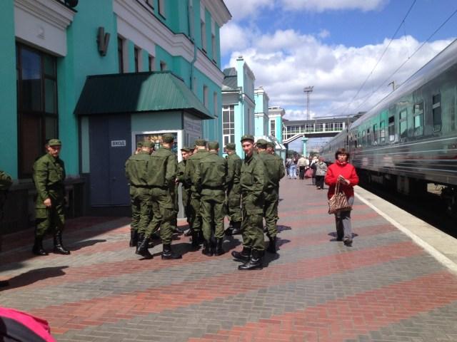 Soldados na plataforma