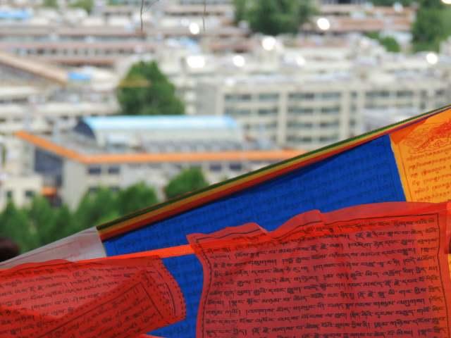 Orações nas bandeirinhas Tibet