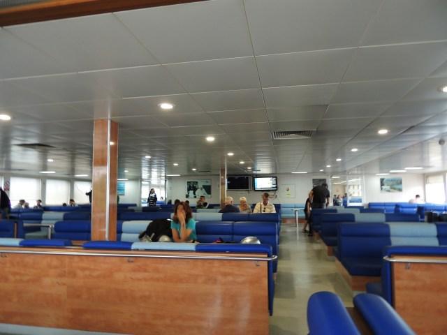 Área de passageiros na balsa.