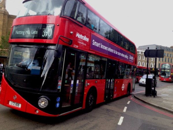ônibus de linha com dois andares
