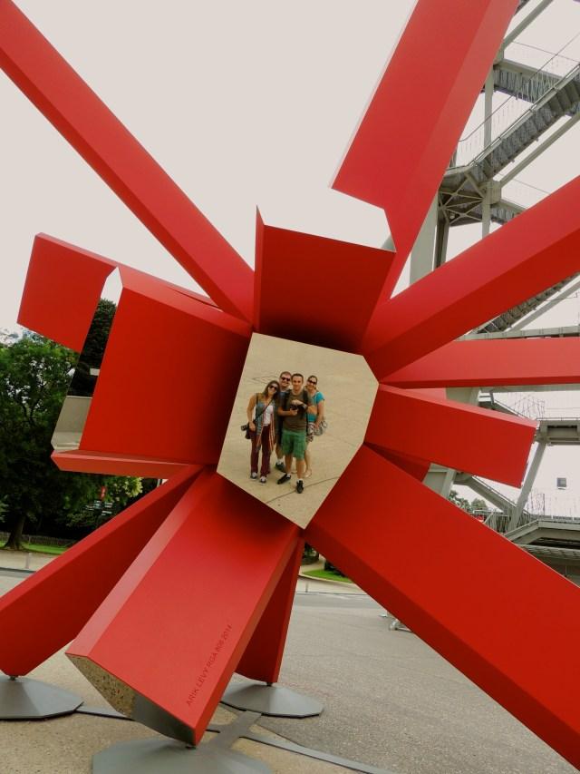 Escultura perto do Atomium