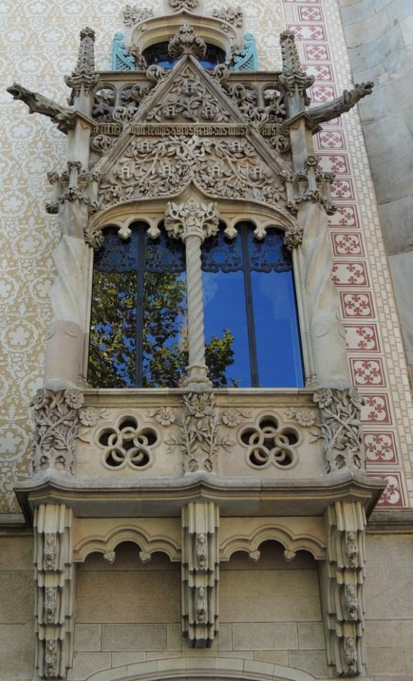 Uma das fachadas que achamos que é do Gaudí